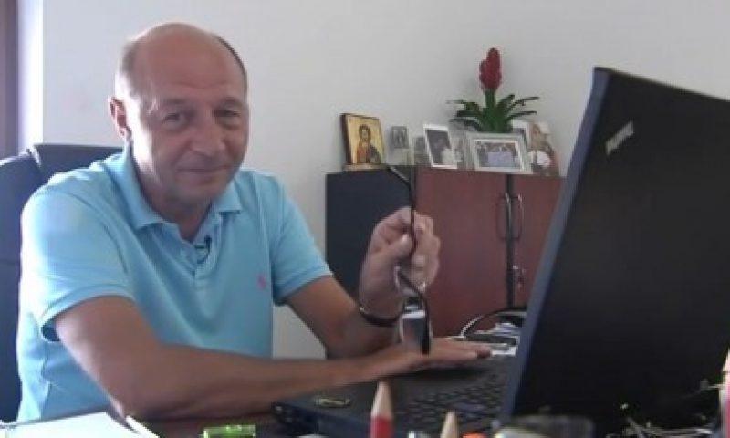Traian Basescu specialist in social media?